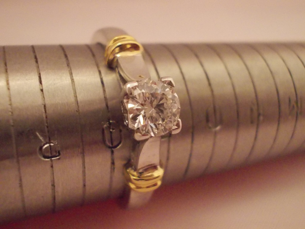 18ct white and yellow gold diamond solitaire ring 0.41ct